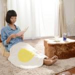 目玉焼きのひざ掛けと食パンの座椅子がカワイイ!【めざましテレビ】